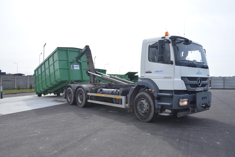 Serviciu de transport şi închiriere containere